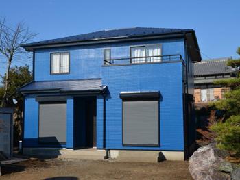 雨だれ汚染に対してすぐれた効果 を発揮する低汚染性の塗料を外壁 に塗り込みました。