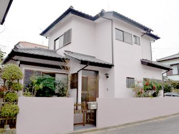 外壁を劣化させる要因に対して優れた耐候性を持った塗膜で、住まいを守ります。10年保証