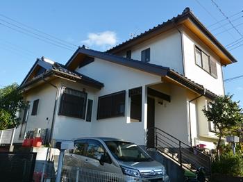 外壁は汚れが付きにくく、耐火性があります。屋根は太陽光の強力な紫外線から守り、劣化を防ぎます。