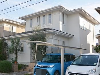 水性塗料ですが、高耐候性に優れたつや消し塗料が長期に渡り塗膜の撥水を維持。屋根には高い密着性を発揮し、環境に優しい塗料を使用にて施工しました!