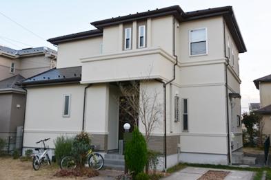 外壁塗装は、しっくい調の仕上がりで汚れが付きにくく、防カビ・防藻性に優れていて、美観を長く保ちます。