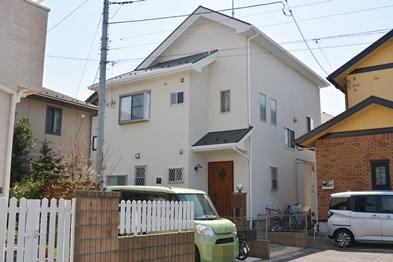 外壁・付帯共に超高耐候性に優れ、ヒートアイランド現象の効果的な抑止策として期待できる、環境に優しい遮熱塗料を使用しています。