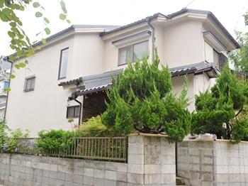 外壁は、紫外線や熱などの劣化要因に強いシロキサン結合をもつ塗膜が塗装直後の美しい仕上がりを保ちます。