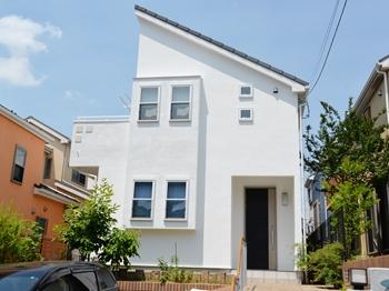 外壁塗装は、環境に優しい水性・低臭タイプの塗料を使用しました。長期にわたり美観を維持してくれます。