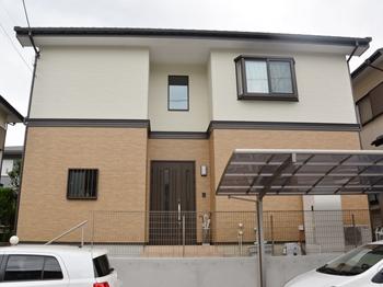 外壁は、吸水防止性と撥水性で、カビや汚れの付着を抑え、落ち着いたしっくい調に仕上がりになっております。