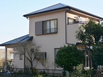 屋根はクリヤー仕上げで高耐候性に優れており、カビや藻の発生を抑え長期の渡り美観を保ちます。