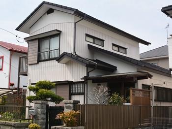 屋根は光の当たり具合によって、趣が変わり、耐震対策にも最適な屋根材を使用し、外壁も美しく生まれ変わりました。