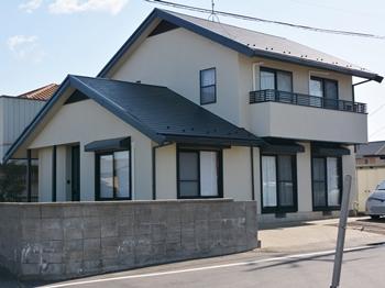屋根は太陽光や雨・湿度等の自然環境に対する耐久性に優れ、外壁はカビや汚れの付着を抑える働きがあり美しい外観を保ちます。