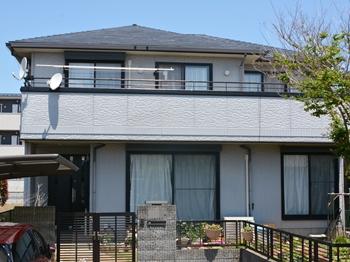屋根は、フッ素に勝る耐候性の艶と美観を保つ塗料を使用し、長期に渡ってお家を守ります。
