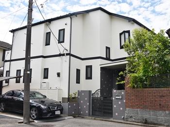 外壁は紫外線による塗膜の劣化を防ぎ、外壁を長期にわたり保護します。カビや藻が付着しにくく臭気が少ないのが特徴です。