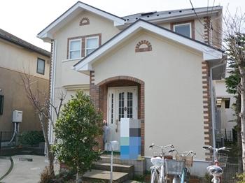 屋根はカビや藻類の発生を抑え、美観を保ちます。外壁は耐汚染性に優れ、亀裂しづらい効果があります。