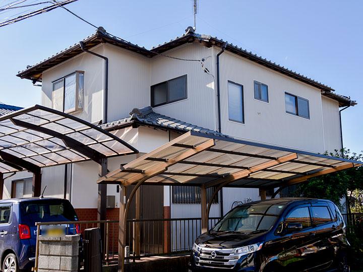 外壁張替えを行い既存のサイディングから新しいサイディングに張り替える期間も家に住みながら施工が可能で、新築同様の美しい仕上がりになりました。