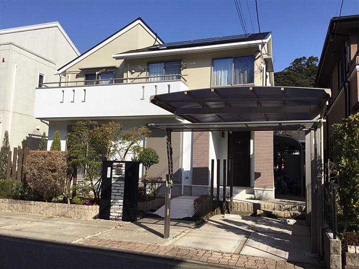 屋根はクリヤー仕上げのため、塗り上がりの艶感がアップし、基材の劣化による艶ムラが低減されます。また塗膜をクリヤー層で保護することで、耐候性が長く保たれます。