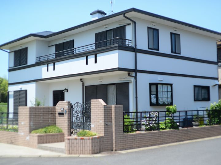 付帯部に濃色を使用したことにより、全体が引き締まりました。明るく高級感のあるお家になりました。