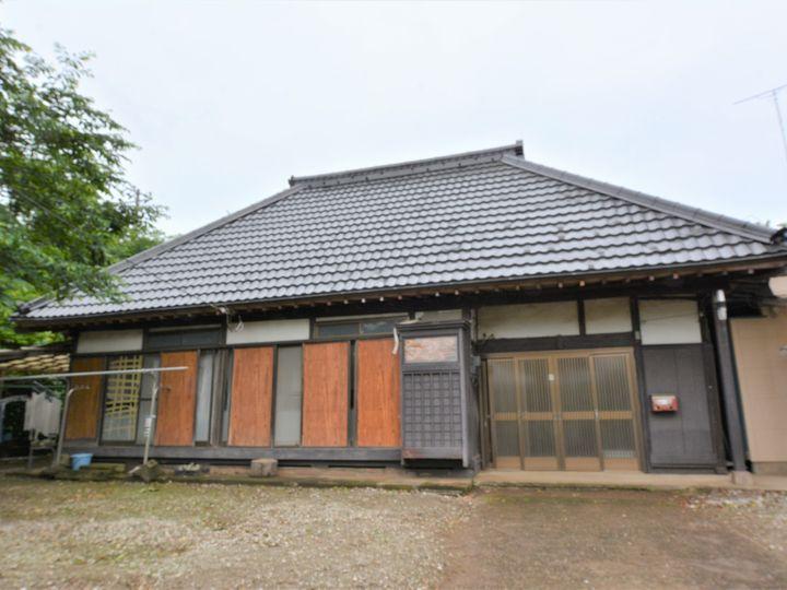 屋根は優れた浸透力でくさび効果を発生し高い密着性を発揮します。刺激臭も少ない為環境に優しく、カビや藻の発生を抑え美観を保ちます。