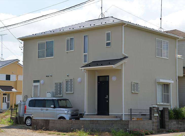 屋根は優れた浸透力でくさび効果を発生し高い密着性を発揮します。着色塗膜をクリヤー層で保護することで耐候性が長く保たれます。
