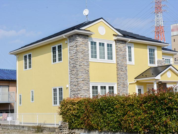 屋根は、クリヤー仕上げのため太陽光の強力な紫外線による劣化を防ぎ、厳しい自然環境から屋根の美観と耐候性を永く保ちます。