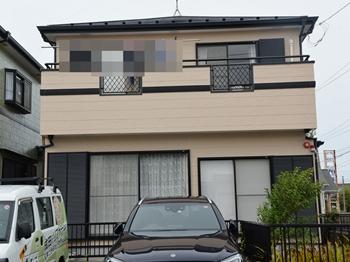 外壁は、水性系の塗料を使用し、汚れやすいレンジフード下もキレイな状態を保ちます。屋根はクリヤー仕上げで高耐候性を実現しています。
