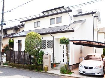 汚れに強い塗料で、お家の外壁を塗装しました。屋根は、紫外線を反射させる遮熱塗料仕様。