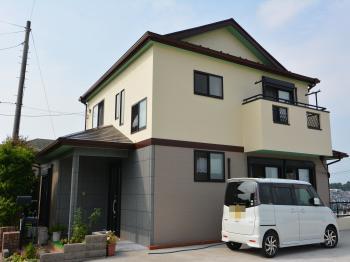 ヒビ割れやシーリング、色あせが気になるとの事でしたが塗装によりお家が新築同様蘇りました。