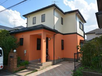 優れた耐候性と低汚染性を発揮する外壁塗料でお家を守ります。