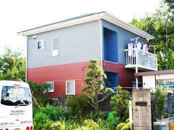 外壁は普及率が最も高いシリコン塗料、屋根は紫外線を効率よく反射させる遮熱塗料で施工しました。