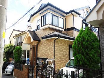 外壁は、美しい塗膜が持続し環境に配慮した塗料で塗装しました。屋根は耐候性や光沢の保持性に優れた塗料です。