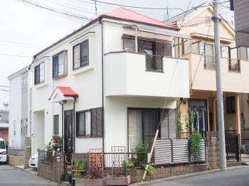 汚れにくい外壁塗料仕様。屋根は長期間、退色を抑止する高耐候性を発揮する塗料です。