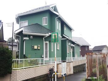 外壁の色は緑系。安心や安定、調和を表す色で他の色とバランスも取れています。