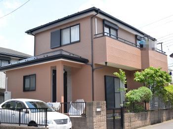 屋根に使用した塗料は、【紫外線を反射させる】効果をもつ遮熱塗料です。