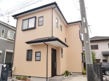 外壁、屋根、それ以外の箇所にもフッ素の塗料で仕上げました。耐久性も高くお客様もご納得。