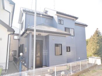 屋根塗装の最終工程にタフグロスコートを施工し、屋外環境から塗装塗膜への攻撃を大幅に減少させました。