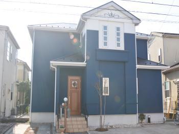 鉛を含まない顔料を採用し、刺激臭も少なく環境に優しい環境配慮型の屋根塗料です。