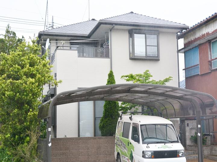優れた浸透力で、素地にクサビ効果を発生させて高い密着性を発揮する屋根塗料。